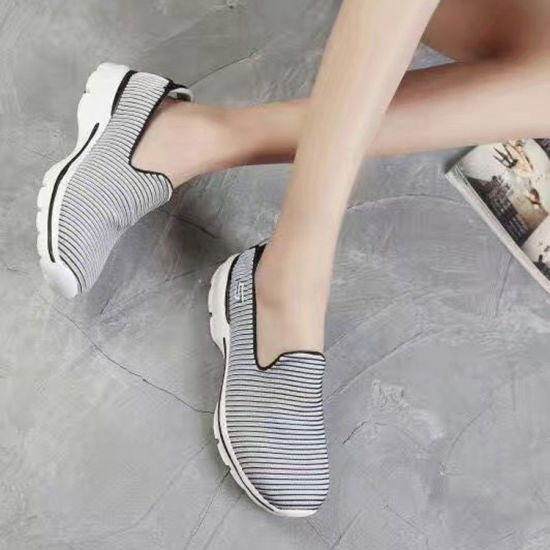 Newest Women Slip-on Stripe Sneakers Walking Shoes Wholesale Customize (MB7094) pictures & photos