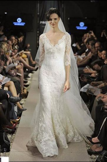 Stunning Lace Half-Sleeves V-Neck Full Length Wedding Dress pictures & photos