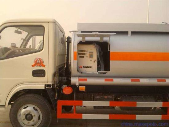 Dongfeng 4500 Litre Steel Fuel Tanker Truck 5 Tons Oil Tank Truck pictures & photos