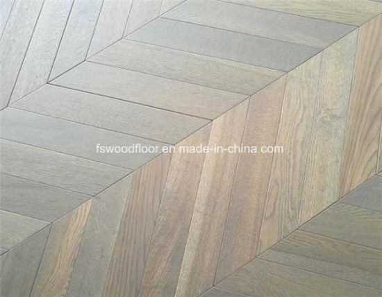 Wire Brushed Light Gray Oak Chevron Parquet Flooring pictures & photos
