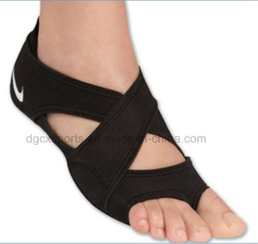 Factory Dancing Sport Indoor Floor Anti Slip Neoprene Yoga Socks pictures & photos