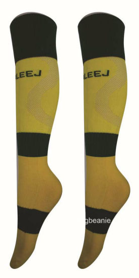 Newest Custom Breathable Men′s Soccer Socks pictures & photos
