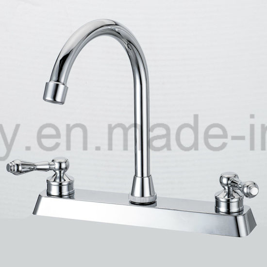 China Two Handle Swivel Spout Kitchen Faucet With Pull Out Side
