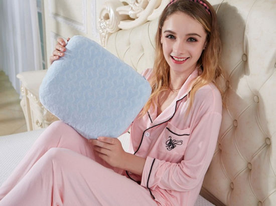 Baby Head Shaping Latex Foam Pillow & Bamboo Pillowcase Keep a Baby′s Head Round pictures & photos