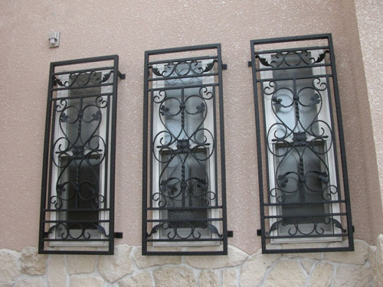China Factory Price Simple Modern Designs Security Wrought Iron