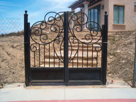 2018 New Factory Design Wrought Iron Gate