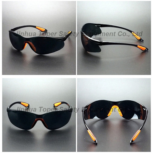 Sporty Plastic Sunglasses with Anti-UV400 Protection (SG102) pictures & photos