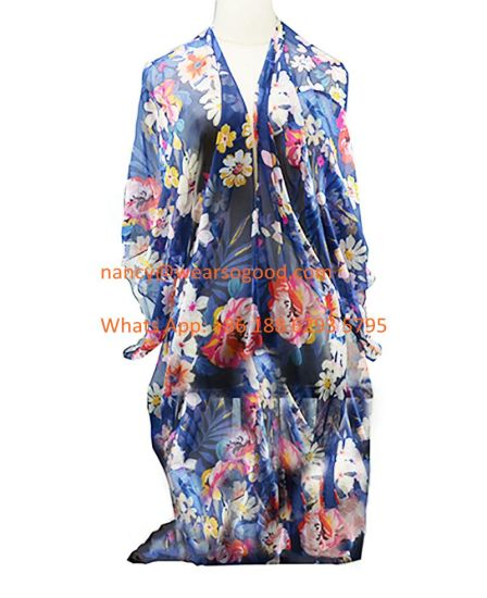 BSCI Multi-Wear Fashion Flower Pattern Lady Summer Beach Shawl pictures & photos