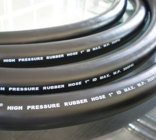 Black Hydraulic Rubber Hose with Smooth Surface Engraved Marking pictures & photos