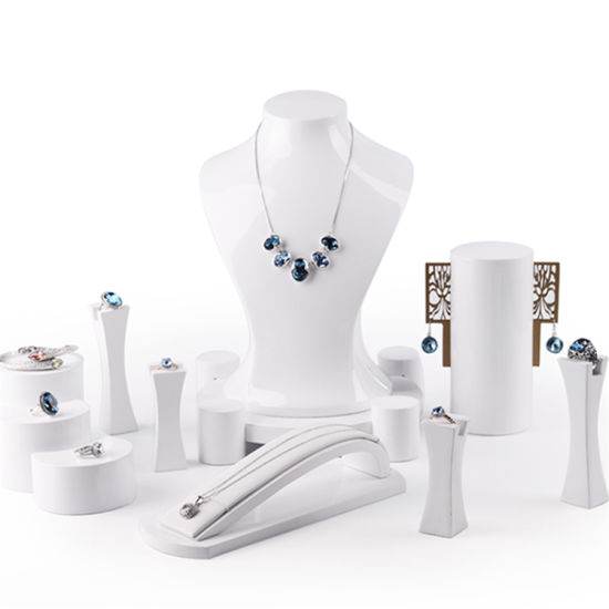 China Wholesale Factory Retail Fashion White Glossy Resin Necklace Best Jewellery Display Stands Wholesale