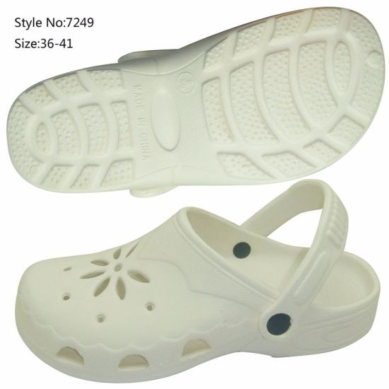 629f2715a6a11 China Fashion Beach Clear Plastic Clogs Shoes for Women - China ...