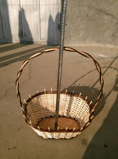 Popular Design Cheap Handmade Natural Brown Willow Wicker Hanging Storage Basket pictures & photos