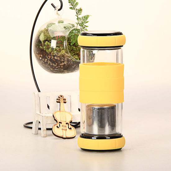 Promotional Christmas Gift Silicone Sleeve Cover Reusable Borosilicate Glass Water Bottle 550ml with Tea Infuser