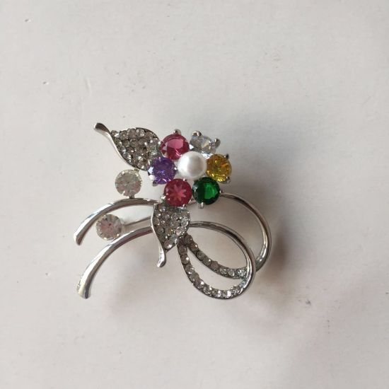 The Latest Fashion Brooch with Pearl Crystals Garment Accessories Decoration