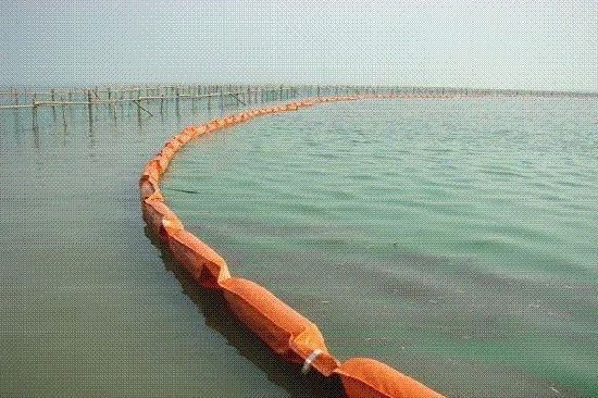 Environmental Protection Rubber Inflatable Oil Boom pictures & photos