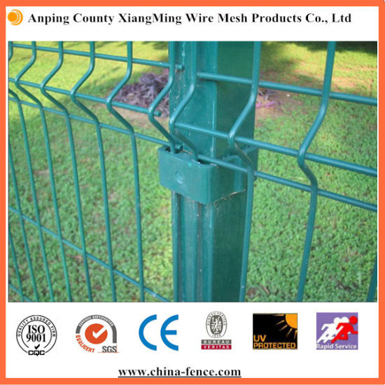 Welded Wire Mesh Fence with Bends and Square Post pictures & photos