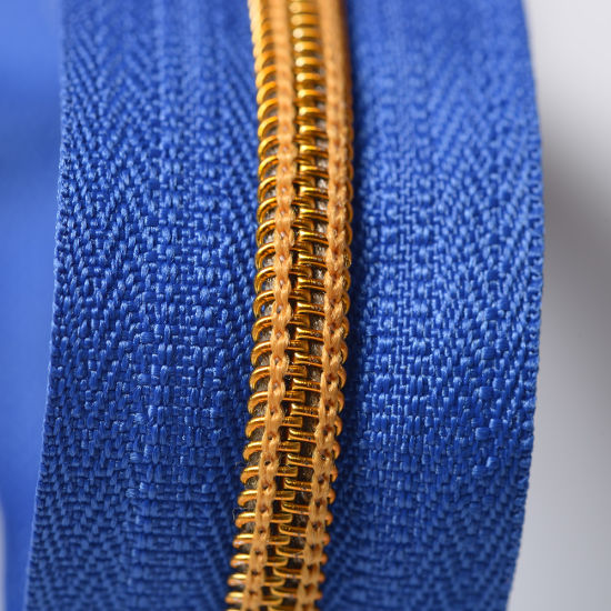 a/L O/E No. 5 Golden Teeth Nylon Coil Zipper Tape Wholesale pictures & photos
