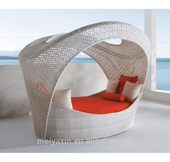 PE Round Rattan Daybed with Big Space for Rest