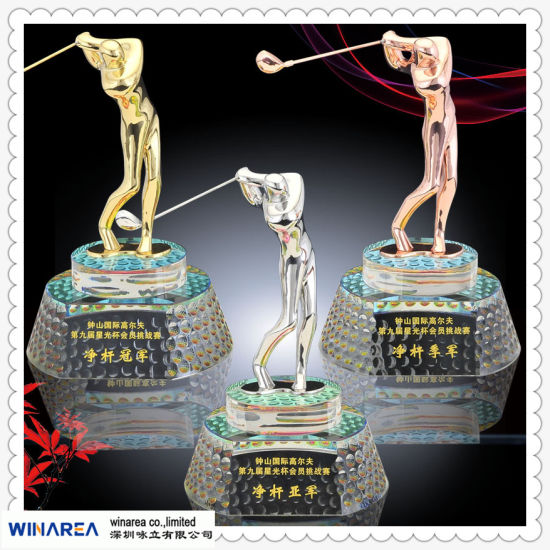 Customized Gold Trophy with Zinc Alloy or Terne Alloy pictures & photos