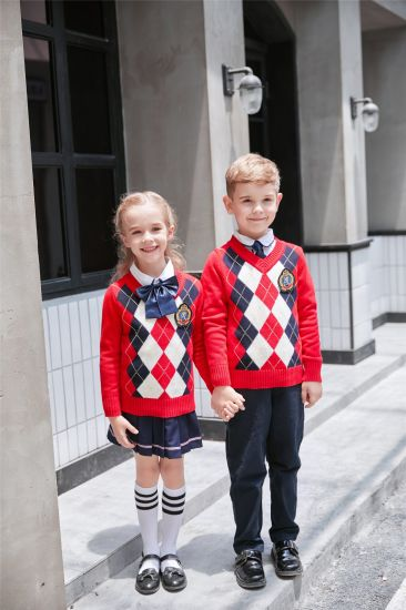 Red Plaid Sweater Suits for Kindergarten/Primary School Girls pictures & photos