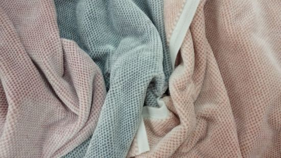 China Cationic Jacquard Strip Pajamas Women Clothing Flannel Fleece Garment Home Textile Bedding Upholstery Decoration Fabric