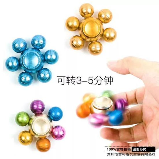 3-5 Mins Turning with 688zz Copper Bearing Fidget Spinner at Stock pictures & photos