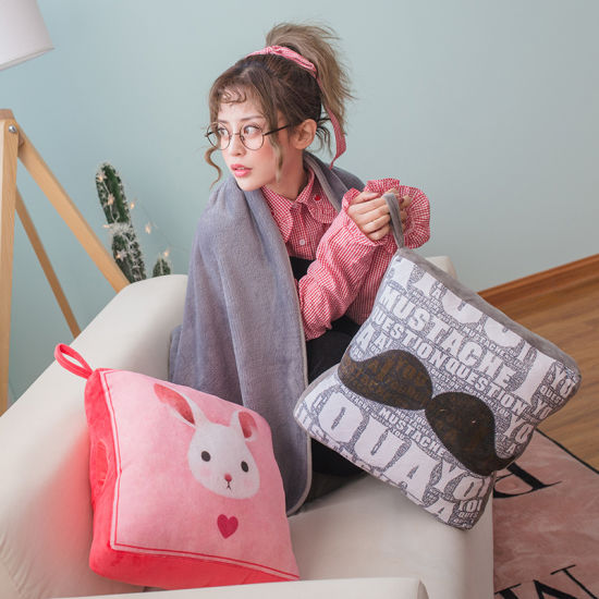 Hot-Selling Square Plush Pillow Pet Blanket Cushion 2 in 1 Pillow Blanket Set
