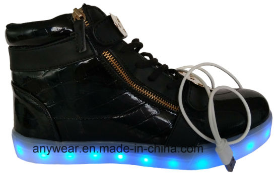 Athletic Footwear Skateboard LED Light Sports Shoes (816-6979) pictures & photos