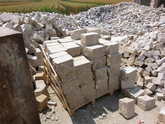 Yellow Granite Natural Split Setts pictures & photos