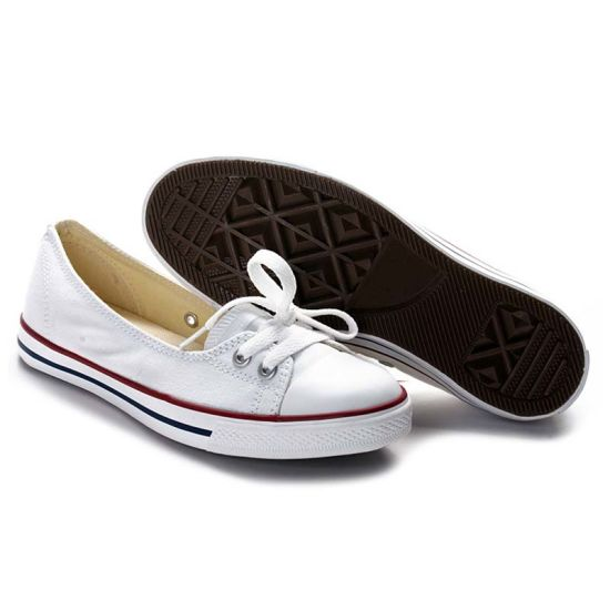 Stylish Low Price Platform Red Sneakers Slip on Canvas Shoes pictures & photos