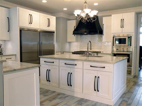 Modern Style White Espresso Gray Shaker Wooden Kitchen Cabinets pictures & photos