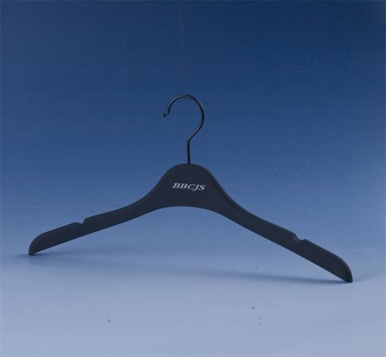 Notched Black Plastic High-Class Rubber Coating Shirt Hanger pictures & photos