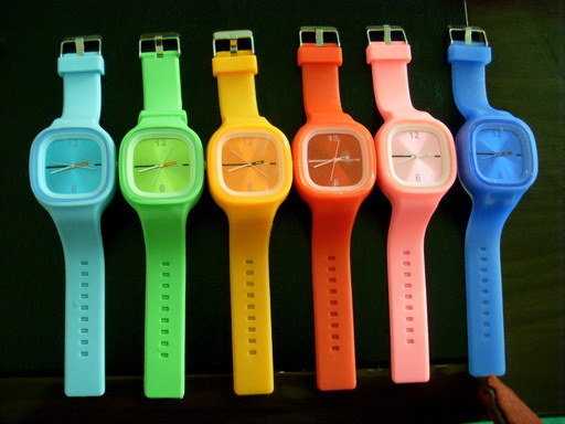 New Fashion Colorful Square Face Silicone Jelly Watch for Sports pictures & photos