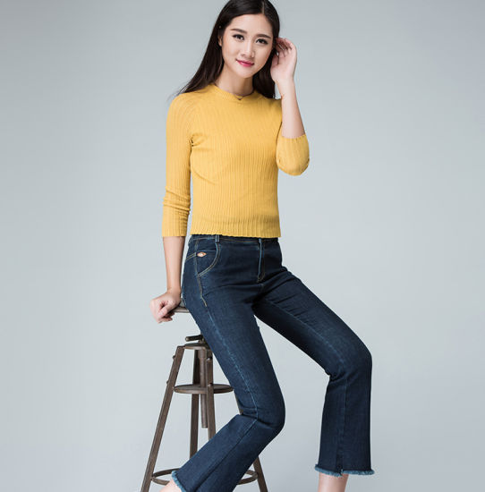 New Collection Womens Jeans with Raw Edges on Hemline pictures & photos