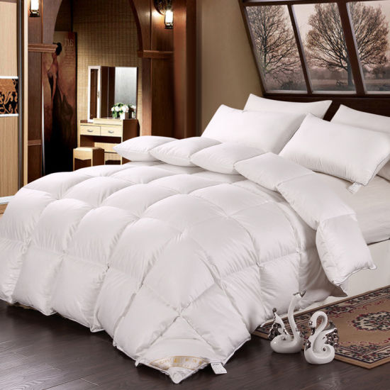 Polyester Filled Hotel Bedding Sleeping Quilt pictures & photos