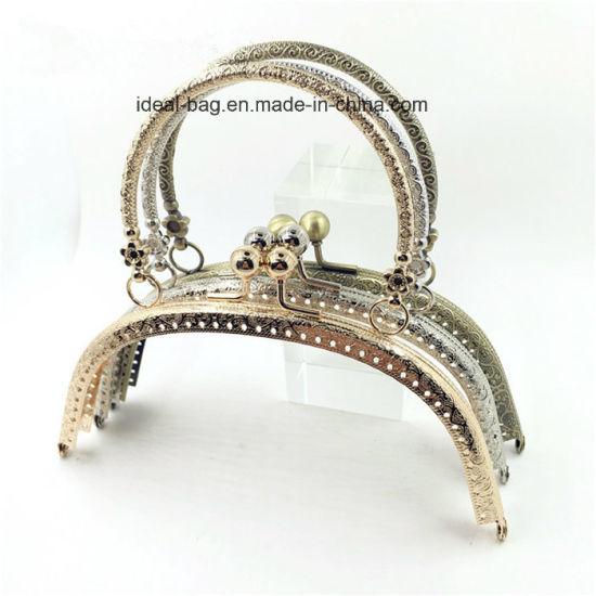 China Custom Design Metal Frame Clutch Bag