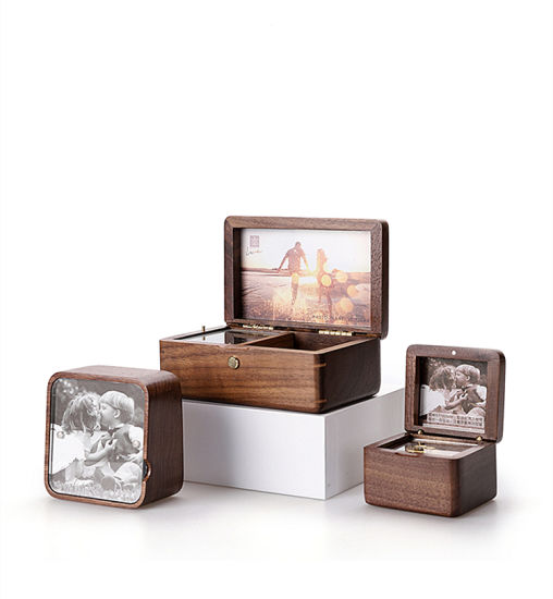 Exquistite Wooden Music Box Elegant Musical Box Customized pictures & photos