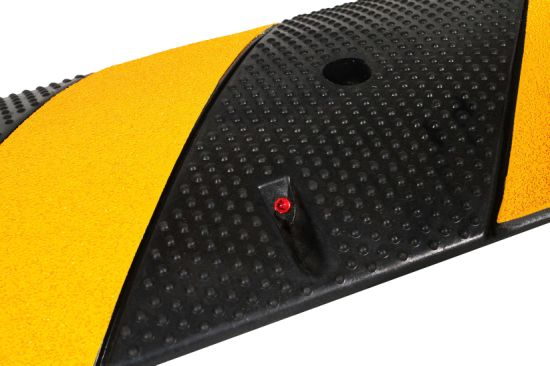 Factory Direct High Quality Made in China Rubber Speed Hump pictures & photos