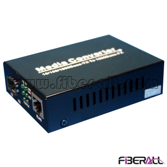 10/100/1000m SFP Media Converter for 155m or 1.25g Optical Transceiver pictures & photos