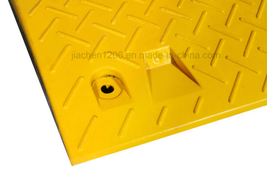 Favorable Price Made in China Durable Rubber Road Speed Hump pictures & photos