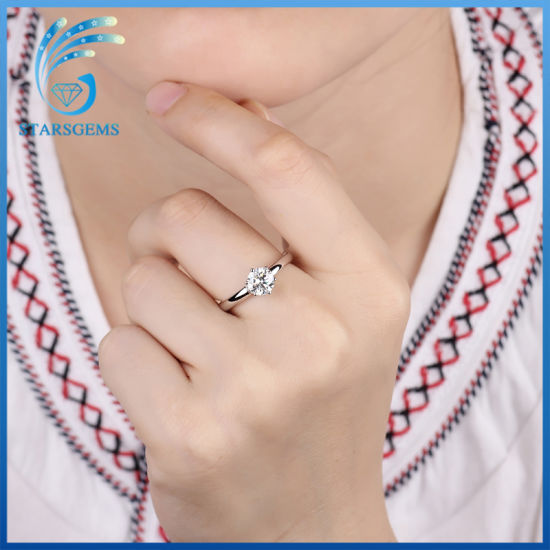 Popular Simple Style Solitare Moissanite Silver Ring for Engagement pictures & photos