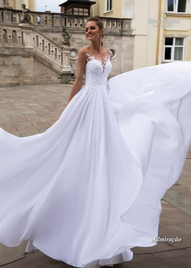China Sleeveless Chiffon Bridal Gowns Lace Sheer Neckline Wedding ...