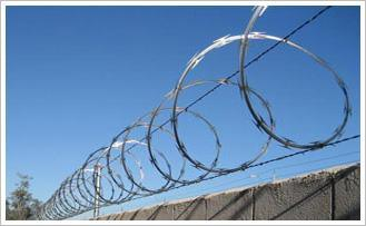 Best Price Concertina Razor Barbed Wire Concertina Wire Mesh pictures & photos