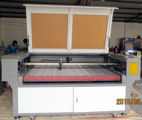 CO2 Laser Cutting Machine for Fabric, Cloth, Leather pictures & photos