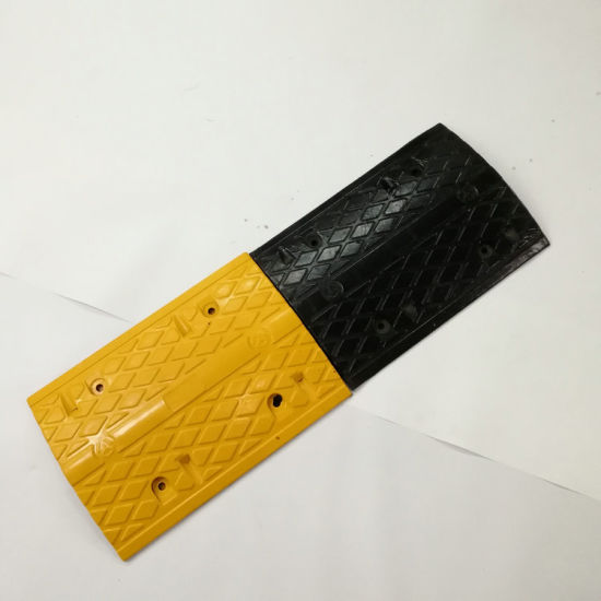 Yellow and Black Road Traffic Safety Rubber Speed Bumps pictures & photos