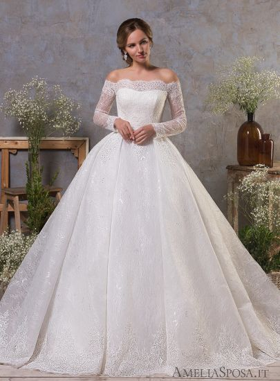 Top Quality 2018 Off Shoulder Long Sleeve Princess Wedding Gown