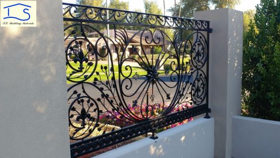 High Quality Customized Hot-Galvanized Wrought Iron Metal Fence Safety Fence Iron Fence pictures & photos
