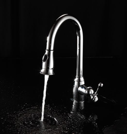 China Single Handle One Hole Pull Out Down Kitchen Sink Faucet