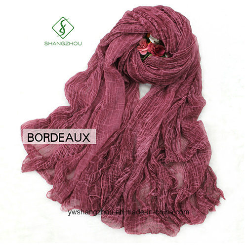 2017 High Quality Fashion Lady Silk Scarf with Crocodile Wrinkle Shawl pictures & photos