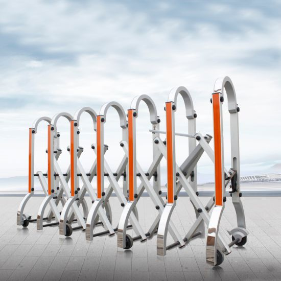 Flexible Crowd Control Gate with 3m Reflective Taps and Strong Brakes.